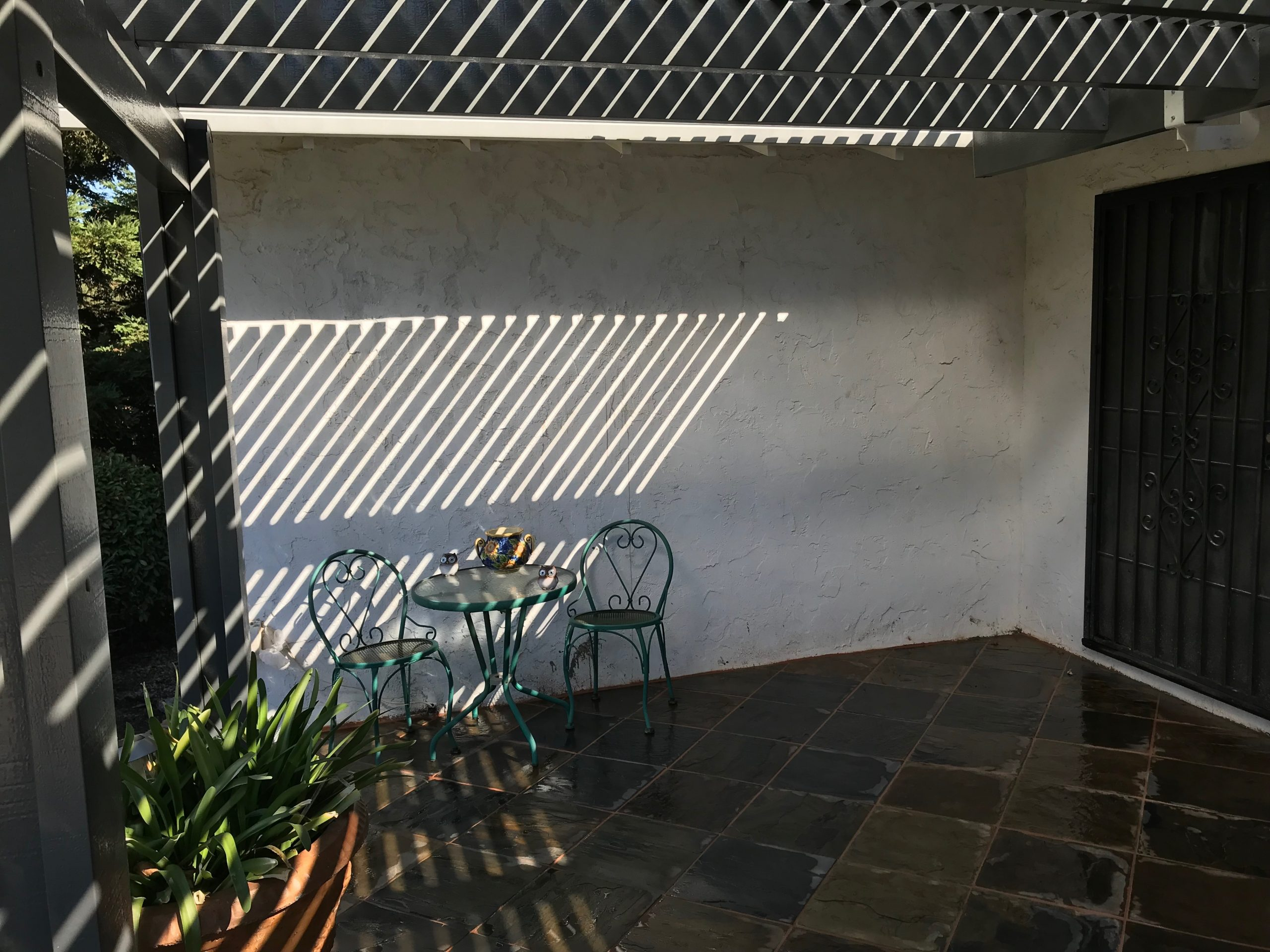 An image of finished concrete wall in Pleasanton, CA.